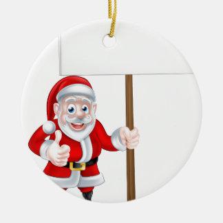 Santa que lleva a cabo la muestra adorno navideño redondo de cerámica