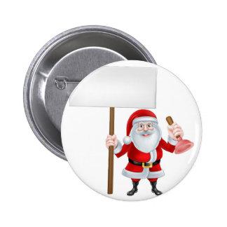Santa que lleva a cabo la muestra del émbolo pin redondo 5 cm
