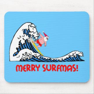 Santa que practica surf mouse pad