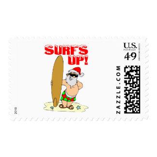 Santa que practica surf sello