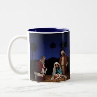 Santa que se arrodilla en la natividad taza