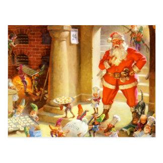 Santa supervisa duendes el cocer de las galletas d tarjeta postal