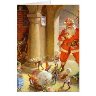 Santa supervisa sus duendes el cocer de la galleta tarjeta de felicitación