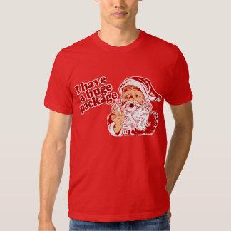 Santa tiene un paquete enorme camisas