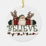 Santa y el reno creen el ornamento del recuerdo adorno para reyes