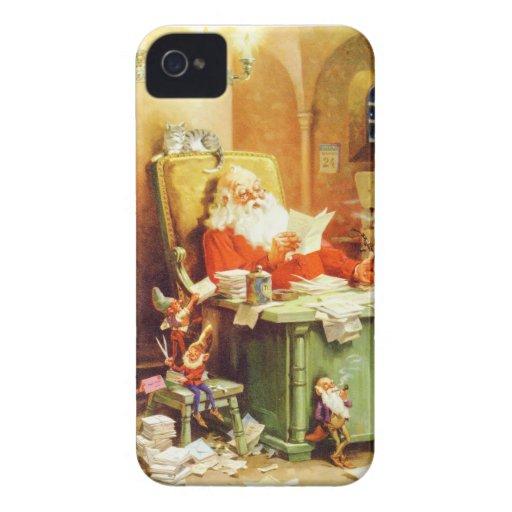 Santa y la señora Claus y los duendes comprueban s iPhone 4 Case-Mate Cárcasas