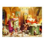 Santa y la señora Claus y los duendes comprueban Postal