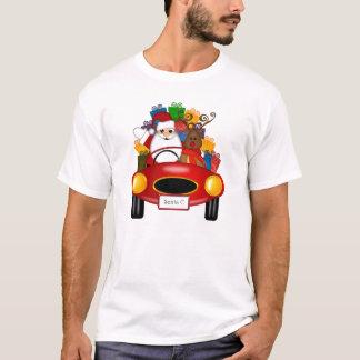 Santa y reno en coche deportivo con los regalos playera