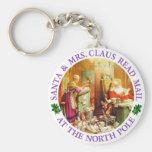 Santa y señora Claus en el Polo Norte Llavero Redondo Tipo Pin