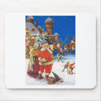 Santa y señora Claus en el Polo Norte Tapetes De Ratón