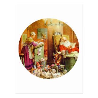 Santa y señora Claus que hace su lista de niños Postal