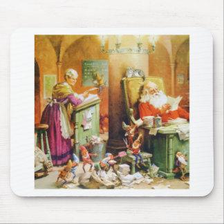 Santa y señora Claus y los duendes en el Polo Nort Tapete De Raton