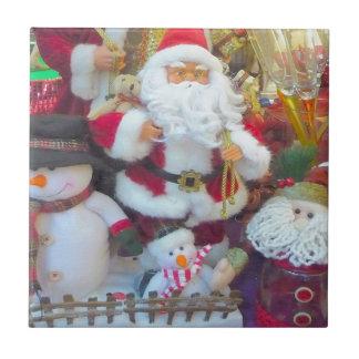 Santa y sus amigos de los muñecos de nieve azulejo cuadrado pequeño
