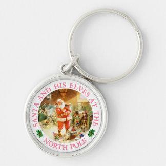 Santa y sus duendes en el Polo Norte Llavero Redondo Plateado