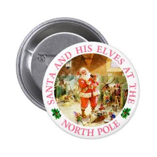 Santa y sus duendes en el Polo Norte Pin Redondo De 2 Pulgadas