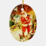 Santa y sus duendes en los establos de Polo Norte Ornamentos De Reyes