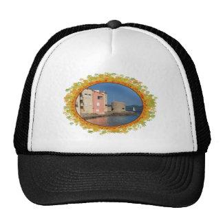 Santo famoso Tropez del pueblo en el marco de hoja Gorra