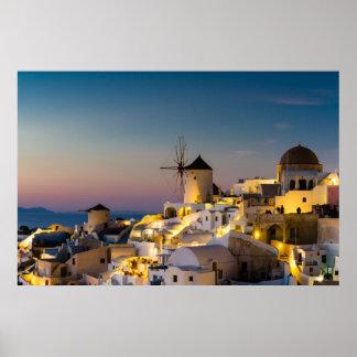 Santorini - paisaje urbano de Oia en el poster de
