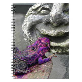 Sapo que se besa púrpura libro de apuntes
