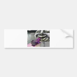 Sapo que se besa púrpura pegatina para auto