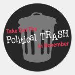Saque la basura política en Novemer Pegatina Redonda