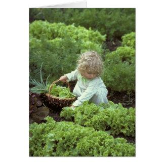 Sara en el jardín tarjeta de felicitación
