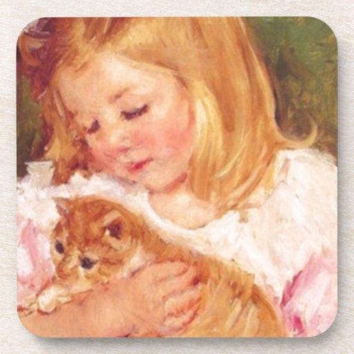 Sara que sostiene su gatito de Marie Cassatt Posavasos