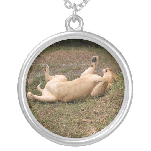 sarabi-nap-015 round pendant necklace