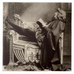 Sarah Bernhardt (1844-1923) como Hamlet en el 1899 Azulejo Cuadrado Grande