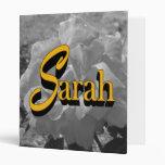 Sarah subió la carpeta