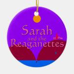 Sarah y el Reaganettes Ornamento De Navidad