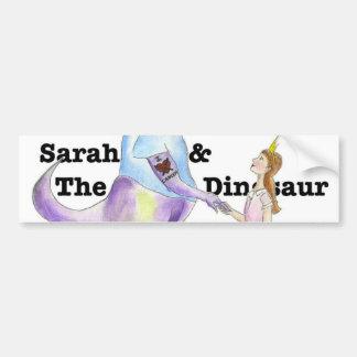 Sarah y la pegatina para el parachoques del dinosa etiqueta de parachoque