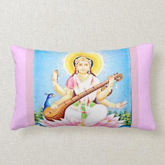 Saraswati que se sienta en Lotus rosado Cojines