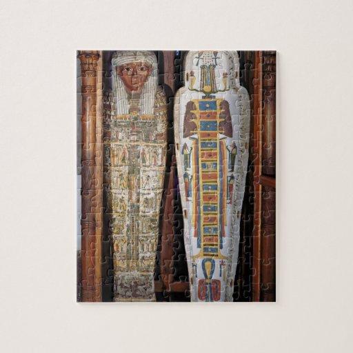 Sarcófago egipcio cubierto con los hieroglyphics ( rompecabezas con fotos