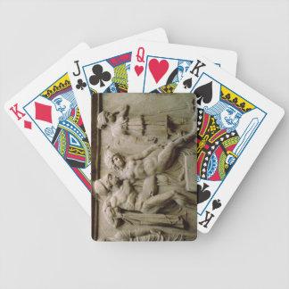 Sarcófago griego con una escena que muestra la bat baraja cartas de poker
