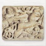 Sarcófago que representa la violación de Proserpin Alfombrillas De Raton