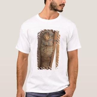 Sarcophagus and mummified body of Psametik I (664- T-Shirt