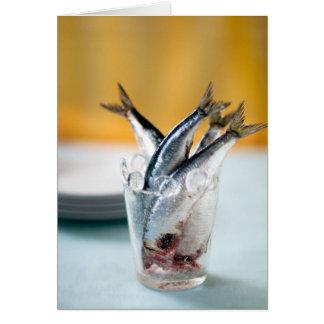 Sardinas en un vidrio tarjeta de felicitación