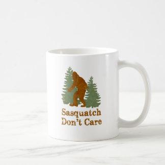 Sasquatch no cuida taza de café