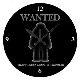 Sasquatch querido en efecto de sombra de maderas reloj redondo grande