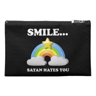 Satan le odia