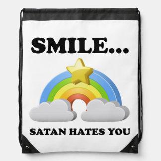 Satan le odia mochila