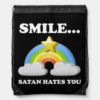 Satan le odia mochilas