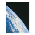 Satélite en órbita postales
