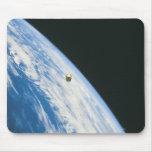 Satélite en órbita tapetes de raton
