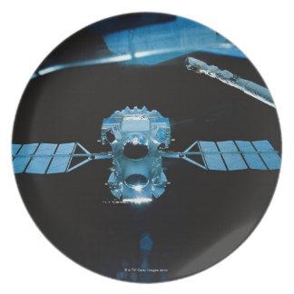 Satellite 2 dinner plates
