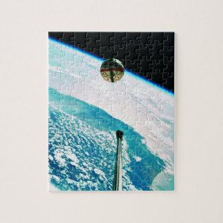 Satellite Orbiting Earth 7 Puzzle