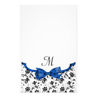 Satén blanco y azul negro del boda floral