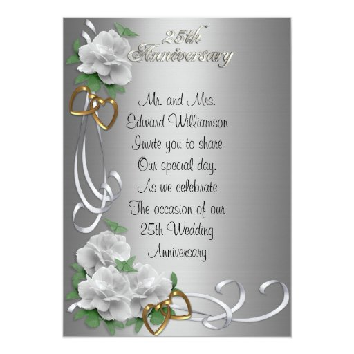 Satén de plata de 25 del aniversario rosas blancos invitación 12,7 x 17,8 cm