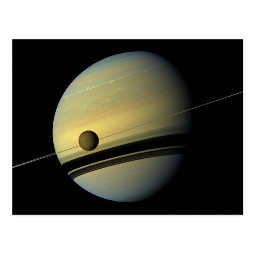 Saturn y foto del espacio de Cassini del titán Tarjeta Postal